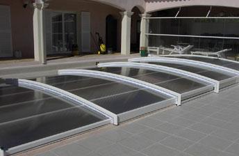 abri piscine bas abris de piscines le guide d 39 achat de l 39 abri de. Black Bedroom Furniture Sets. Home Design Ideas